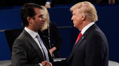 """Trump admite por primera vez que su hijo se reunió con abogada rusa, pero dice que fue """"totalmente legal"""""""