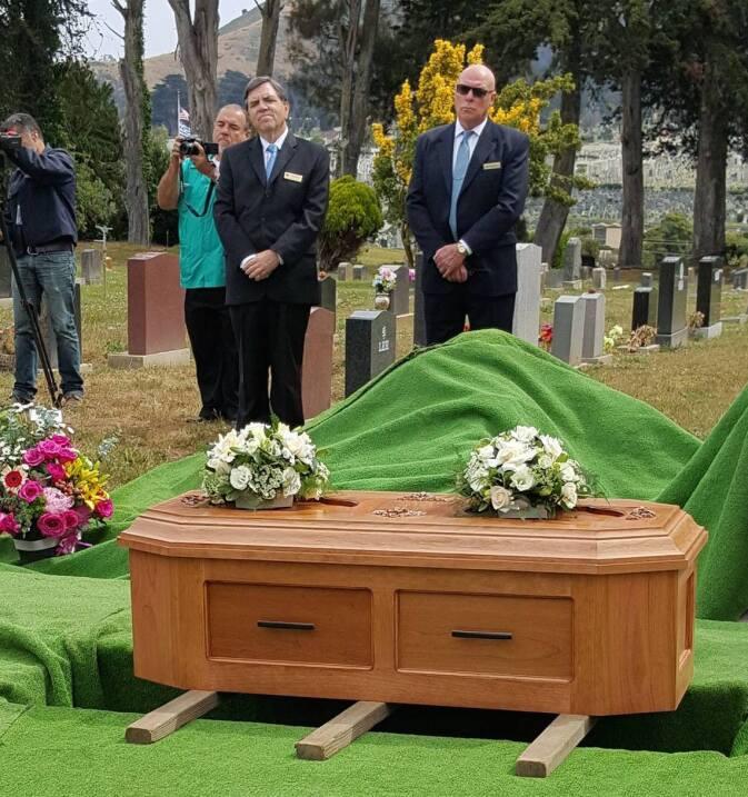 El 4 de junio fue sepultada en el Greenlawn Memorial Park, en Colma, Cal...