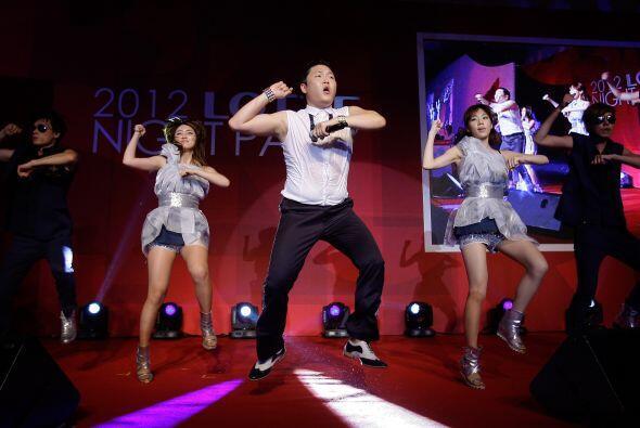 Su estilo particular está poniendo a bailar a todo el mundo con el origi...