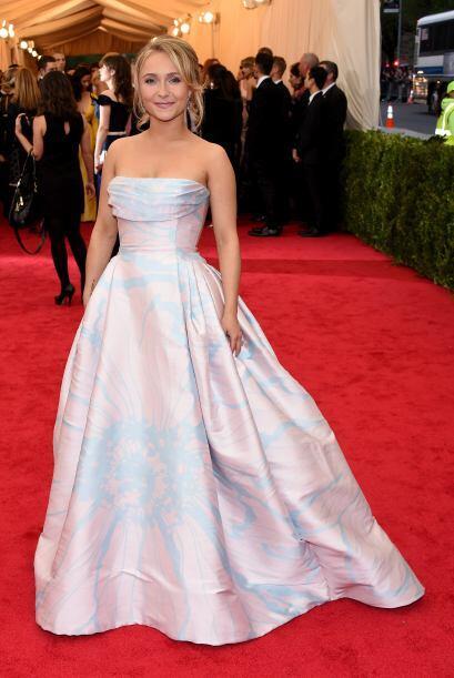 No ha sido el mejor vestido que le hemos visto a Hayden Panettiere, sin...