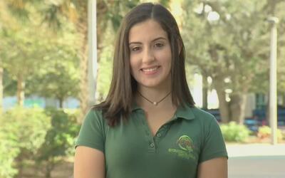 Una joven que se destaca por dedicar horas de servicio comunitario a ayu...