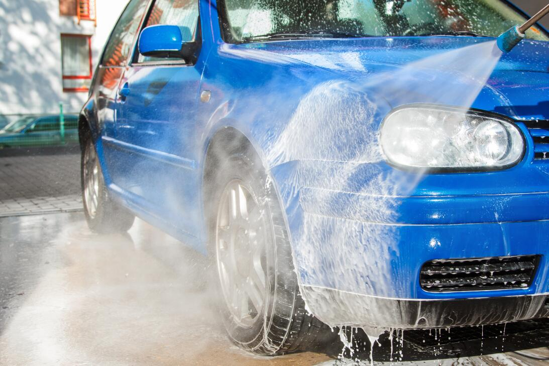 10 tips para lavar tu carro como todo un profesional  shutterstock-32155...