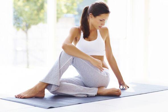 Prueba con el yoga. Hacer yoga es una buena idea, ya que esta prá...