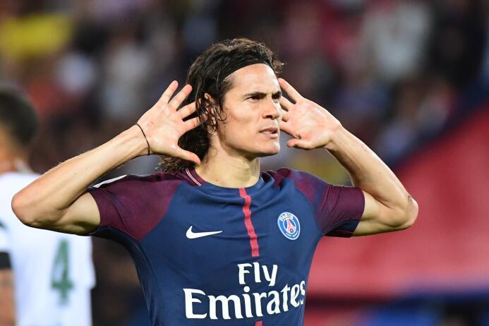 El PSG goleó al Saint-Etienne con un implacable Cavani GettyImages-83905...