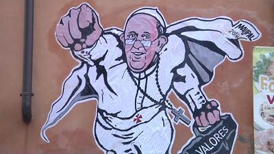 El graffiti de superhéroe del Papa Francisco