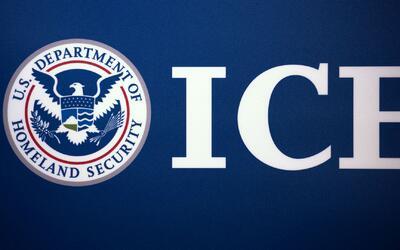 ¿ICE puede entrar a una escuela o a una iglesia para hacer un arresto?