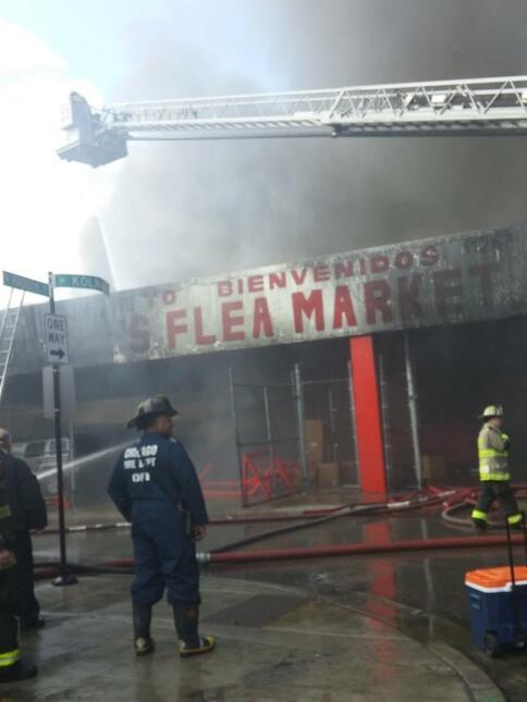 Mira las labores de los bomberos de Chicago por apagar incendio en Flea...