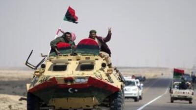 Rebeldes y fuerzas del líder libio, Muamar Gadafi sostuvieron cruentos e...