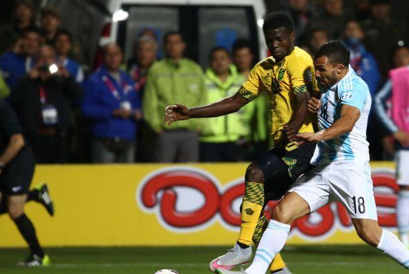 Carles Tévez ingresó en la parte complementaria pero poco pudo hacer par...
