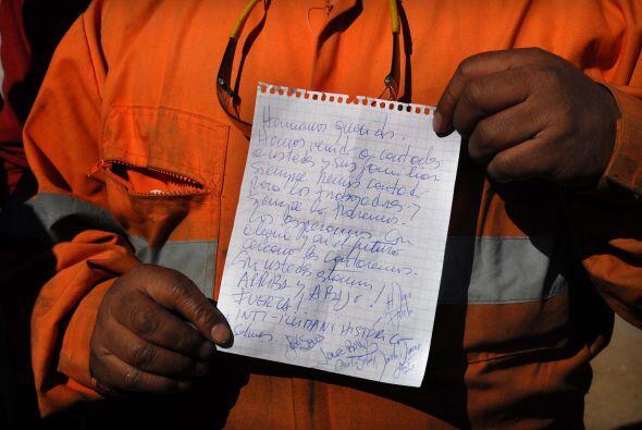 La comunicación entre los mineros y sus familiares alimentan el estado d...