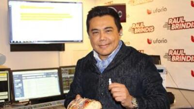 Siguiendo la tradición, en el show de Raul Brindis partimos la Rosca de...