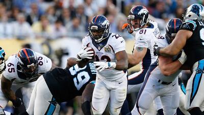 Panthers fichan a C.J. Anderson, rival en el Super Bowl 50