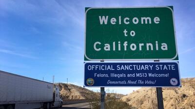 Letreros no oficiales para criticar la política de 'estado santuario...