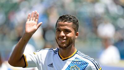 El marcador mexicano debutó con el LA Galaxy y marcó su primer gol para...