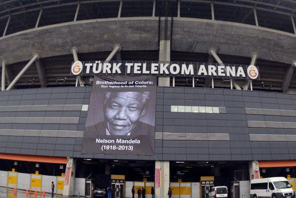 En Estambul también hubo muestras de respeto para Mandela, pero esa no s...