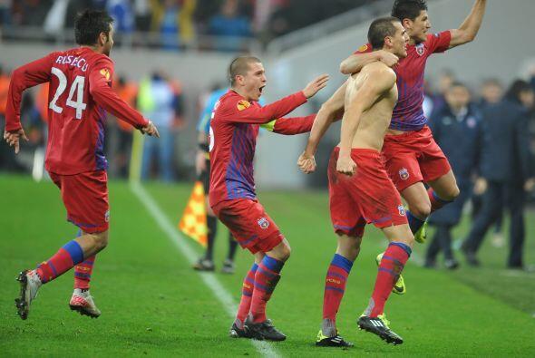Triunfo y clasificación para el Steaua por 3-1.