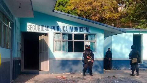 En el operativo contra la Policía de Chilpancingo participaron un...