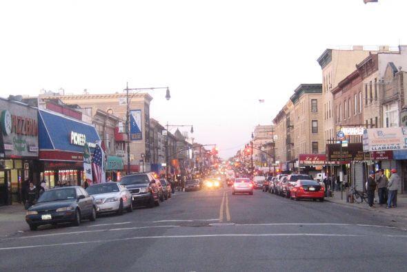 Pasando a Brooklyn y si estas en busca del sabor y tiendas latinas tú ti...