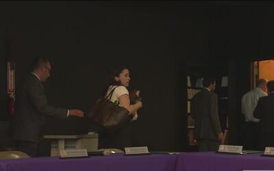 Padres de estudiantes discuten en un foro sobre el presupuesto de las Es...