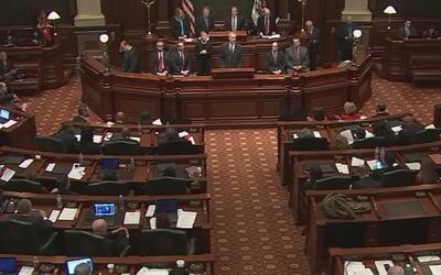 Sesión especial de legisladores de Illinois para trabajar en el presupue...
