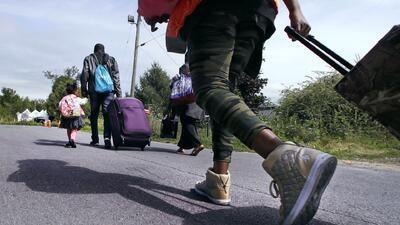 A pie y en bicicleta: Autoridades muestran cómo es el cruce de indocumentados en la frontera norte de EEUU