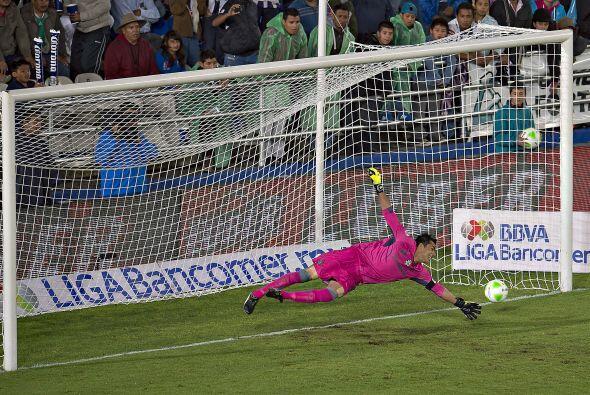 Oswaldo Sánchez (3): El guardameta de Santos no tuvo una buena noche. Re...