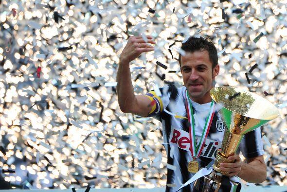Dos casos especiales son los de emblemas de Italia, campeones del mundo...