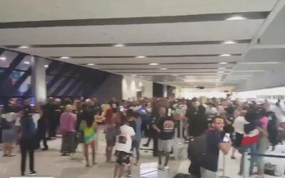 Caos en el aeropuerto de Ft. Lauderdale por cancelación de vuelos de la...