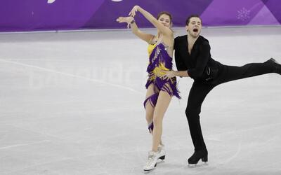 Alexandra Nazarova y Maxim Nikitin tuvieron una rutina con ritmos latinos.
