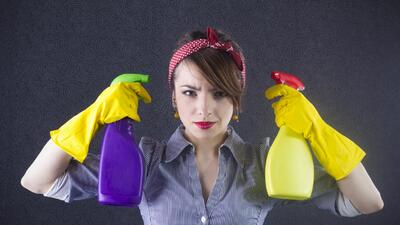 ¿Alguna vez has limpiado el armario de productos de limpieza? Toma nota...
