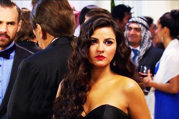 """Al parecer """"Esmeralda"""" hizo caso a las plegarias y ya cambió de vestido..."""