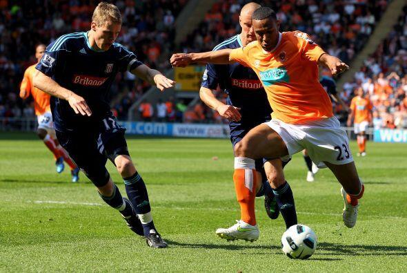 Blackpool y Stoke City aburrieron. Pocas chances de gol y sin la emoción...