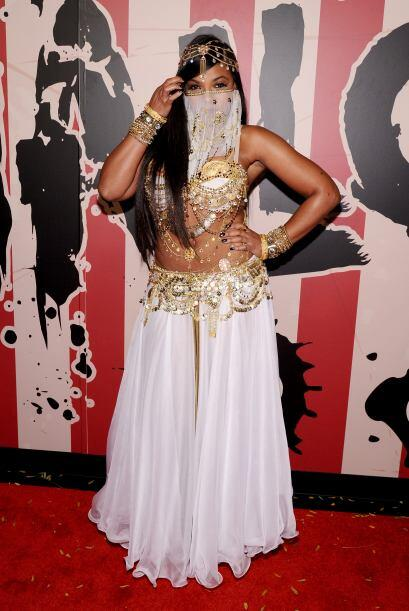 La cantante Ashanti fue como una sensual bailarina.