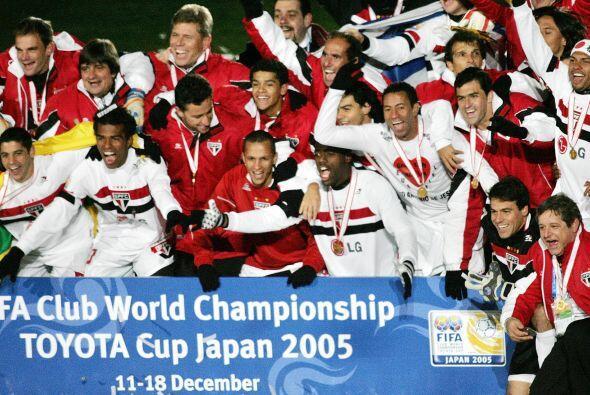 El portero del San Paulo Rogerio Ceni fue Balón de Oro, Steven Gerrard (...