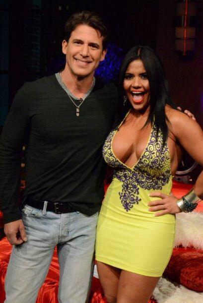 Jorge Aravena quedó muy complacido con la visita de esta sexi modelo