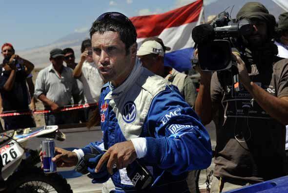 El qatarí Nasser Al-Attiyah sigue a la cabeza en la general del rally Da...