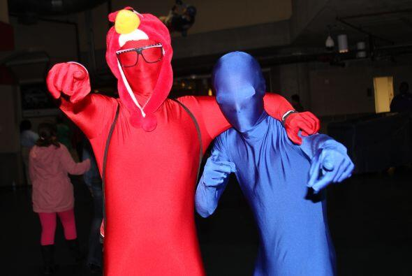 ¿De qué iban disfrazados estos fans? No se sabe, pero estaban muy conten...