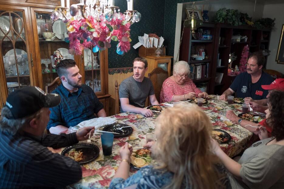 Fotos: Mark Zuckerberg posa como un candidato presidencial en campaña en...