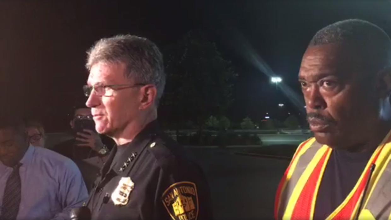 William McManus, jefe de la policía de San Antonio, y Charles Hoo...