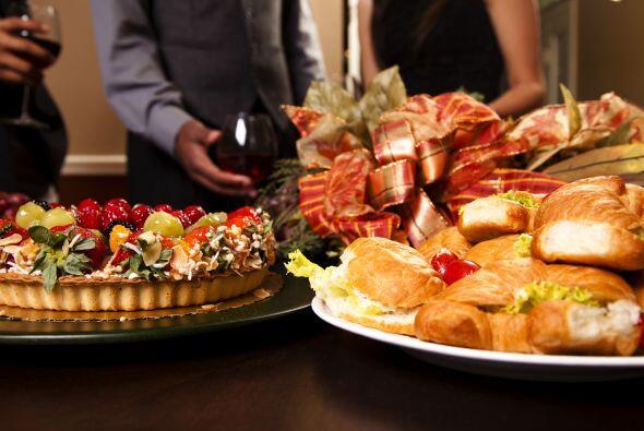 Come algo antes del festejo. La experta en etiqueta en el mundo de los n...