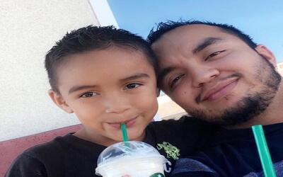 Héctor Miguel Garnica y su hijo Héctor Daniel, de 7, v&iac...