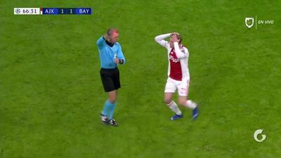¡Expulsión! El árbitro saca la roja directa a Maximilian Wöber