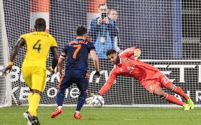 """Zack Steffen le detiene un penalti a David """"Guaje"""" Villa NYCFC vs. Colum..."""