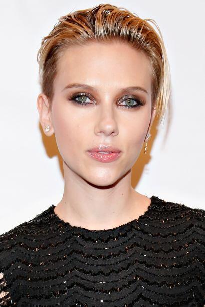 Aquí tenemos a Scarlett Johansson quien además de bella, sabe muy bien c...
