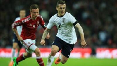 El también jugadore del Arsenal salió lesionado ante Dinamarca.