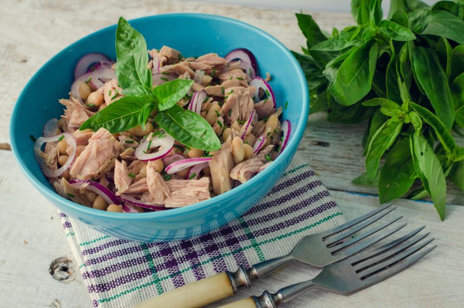 Para preparar esta receta puedes sustituir el atún de lata por tilapia a...