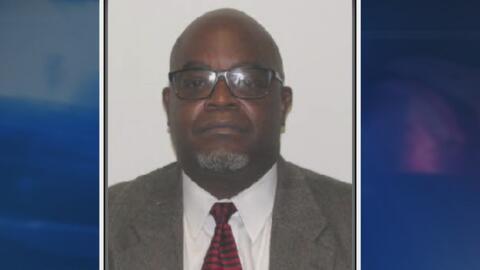 Exagente de la policía de Houston recibe cargos formales por asalto y ma...