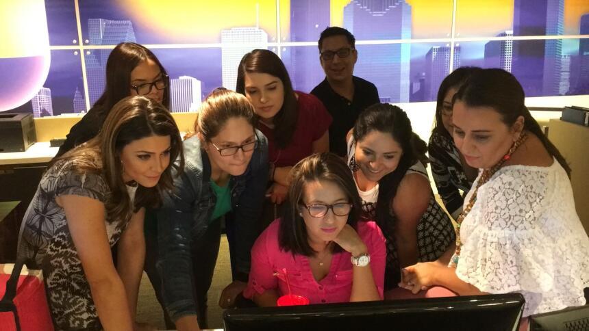 Algunos de los periodistas, editores y productores de Noticias 45 de Uni...