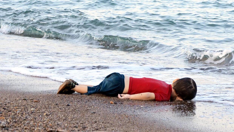 El cuerpo de Aylan Kurdi en una playa turca.
