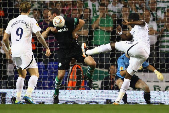 Y el cuadro irlandés hacía hasta lo imposible para evitar el gol en cont...